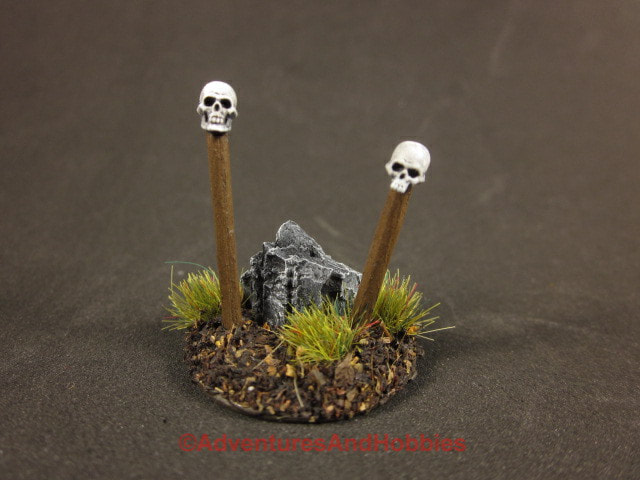 Skull totems warning signs T1580 25-28mm scale wargame scenery.